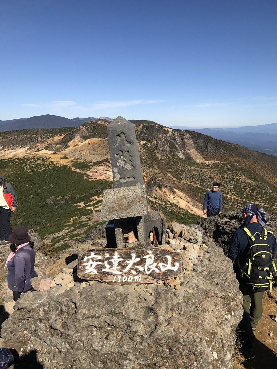 安達太良山登頂成功!日本百名山27座目?登山口からロープウェイ降りて一時間半で山頂。混んでなければ楽勝そう。表参道とかな