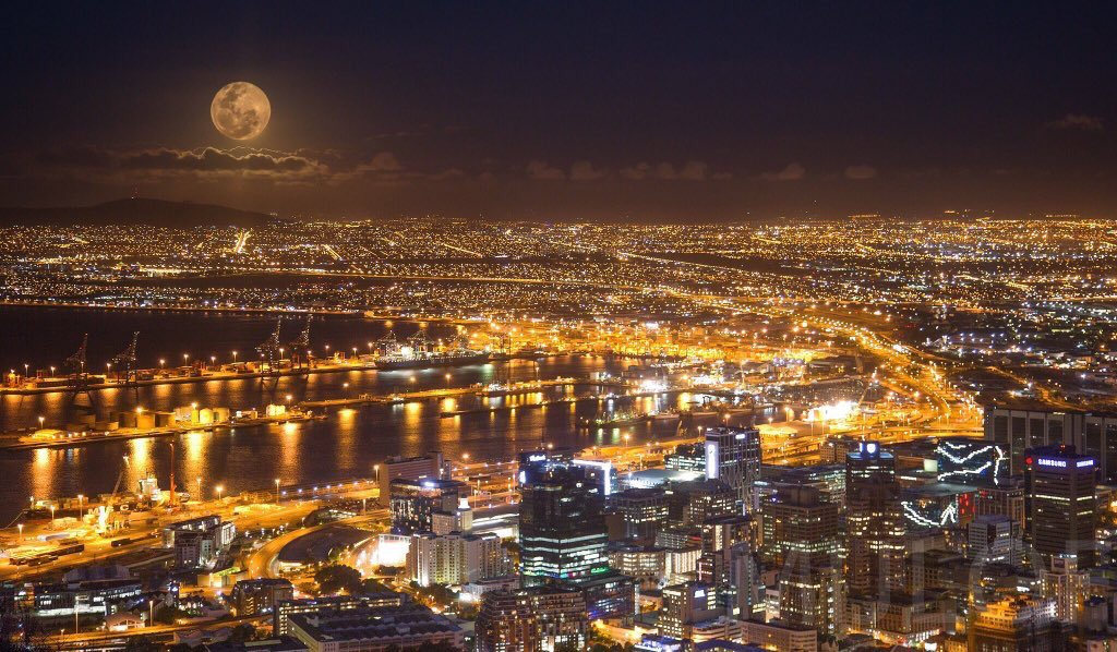 The #SuperMoon captured over @CapeTown tonight!  Photo by: @KMijlof  #FullMoon https://t.co/MO2Sffu1RS