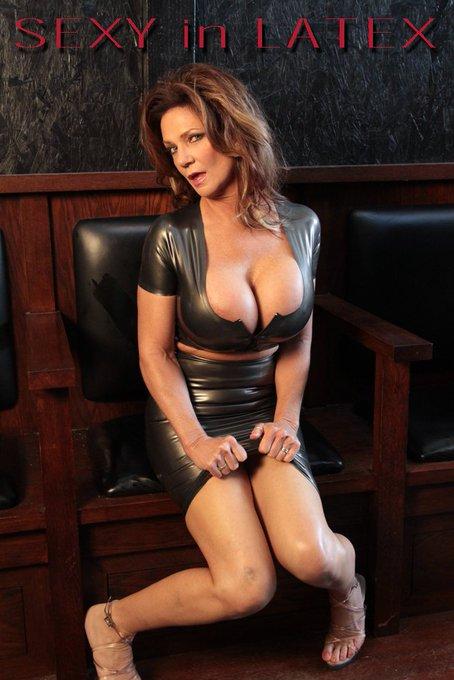 Sexy in Latex.  https://t.co/m5HVQtsINs https://t.co/Afk8sCcrQF