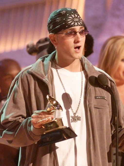 Happy birthday to the greatest artist/rapper ever