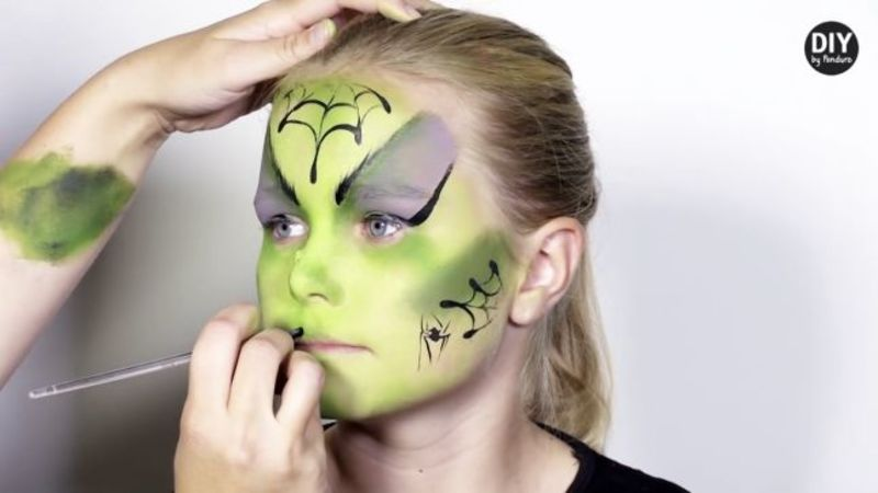 Halloween Face Painting: 10 easy - and spooky - video tutorials
