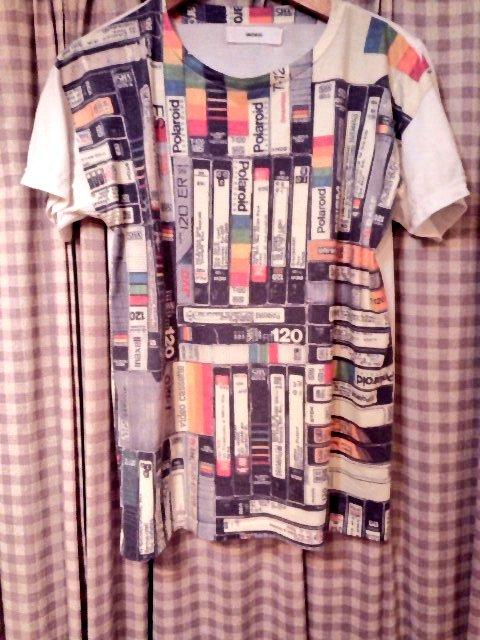 何年着てても飽きないVHS柄のTシャツ。 https://t.co/MxfsZSRK3k