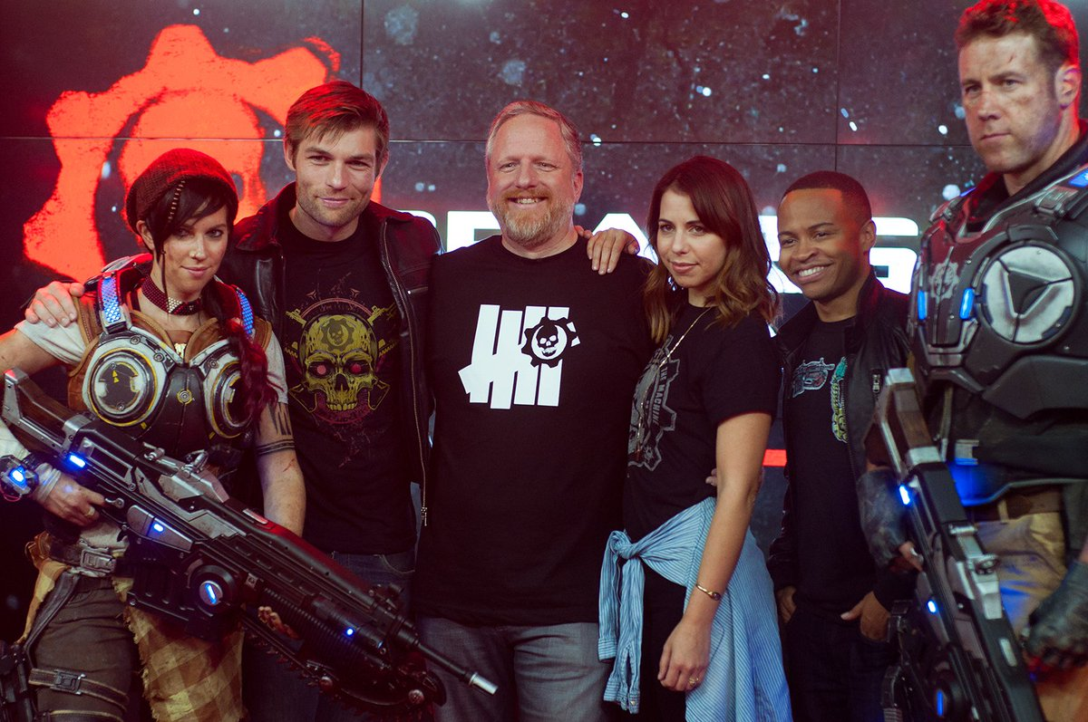 One of my favorite shots of the night. #GearsofWar4 @GearsViking @Liam_J_McIntyre @LauraBaileyVO @Vududaddy. https://t.co/caquHeUO9P