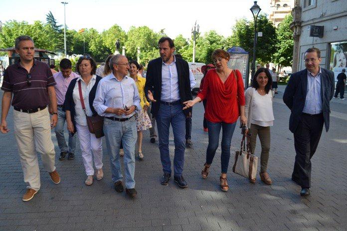 #VLL @oscar_puente_ firma para que el PSOE celebre congreso y primarias https://t.co/Od6bVii49d @psoevalladolid https://t.co/d4LpsKYJJn