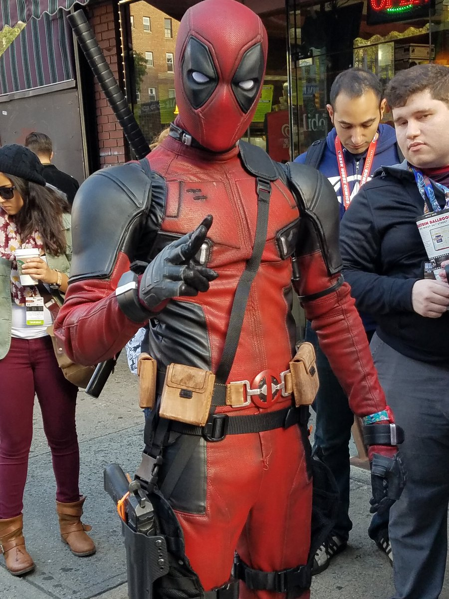 A super legit #Deadpool to start the day at #NYCC ...  Well done, sir. https://t.co/hcTbnNyOnq