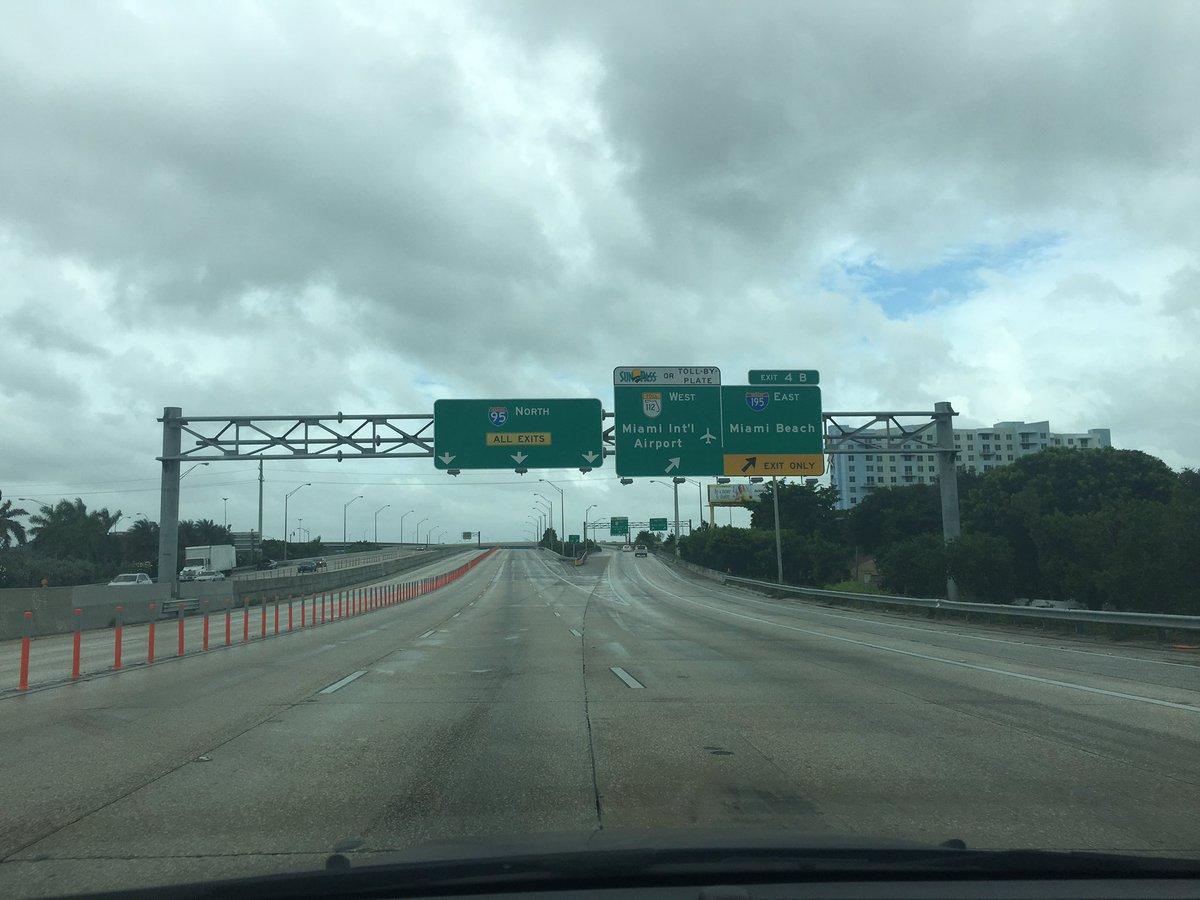 Here's something you don't normally see everyday: I-95 with no traffic. #HurricaneMatthew @wsvn https://t.co/bggWLkVaxK