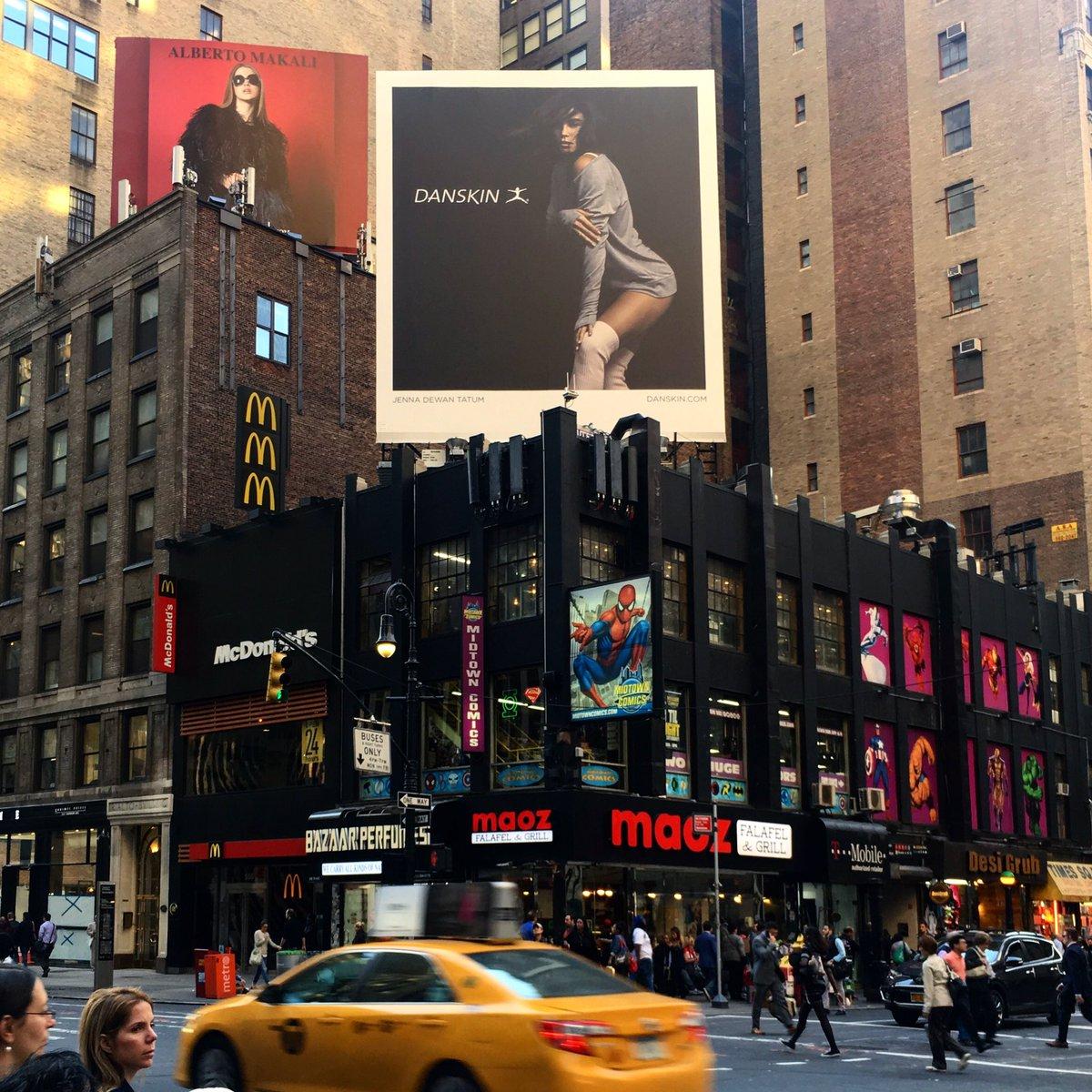 Spotted: @jennaldewan doing her best Danskin in Times Square! #DanskinDetermination https://t.co/XcDWJjA5Cn