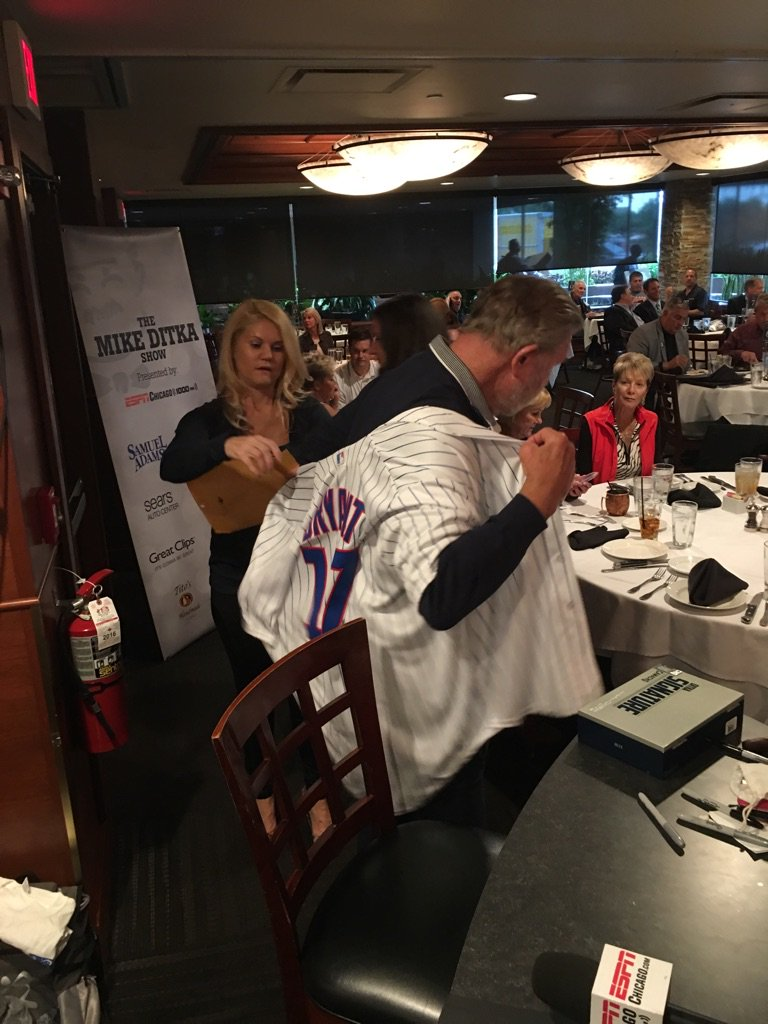 Hey @KrisBryant_23... Coach Ditka returning the favor after you wore his #Bears jersey last week. #Cubs https://t.co/AQolKGnJN1