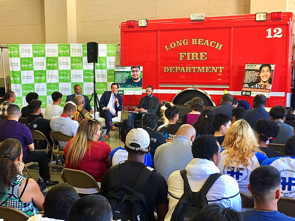 Packed (fire)house for @LibertyHill @BrosSonsSelves townhall with @Rendon63rd @CDFCA #WeAreBSS https://t.co/58BazR6Zlw