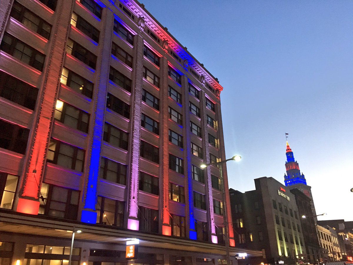 Loving the lights for the @Indians tonight @TowerLightsCLE #RallyTogether #Playoffs https://t.co/N1DDBIQNIE