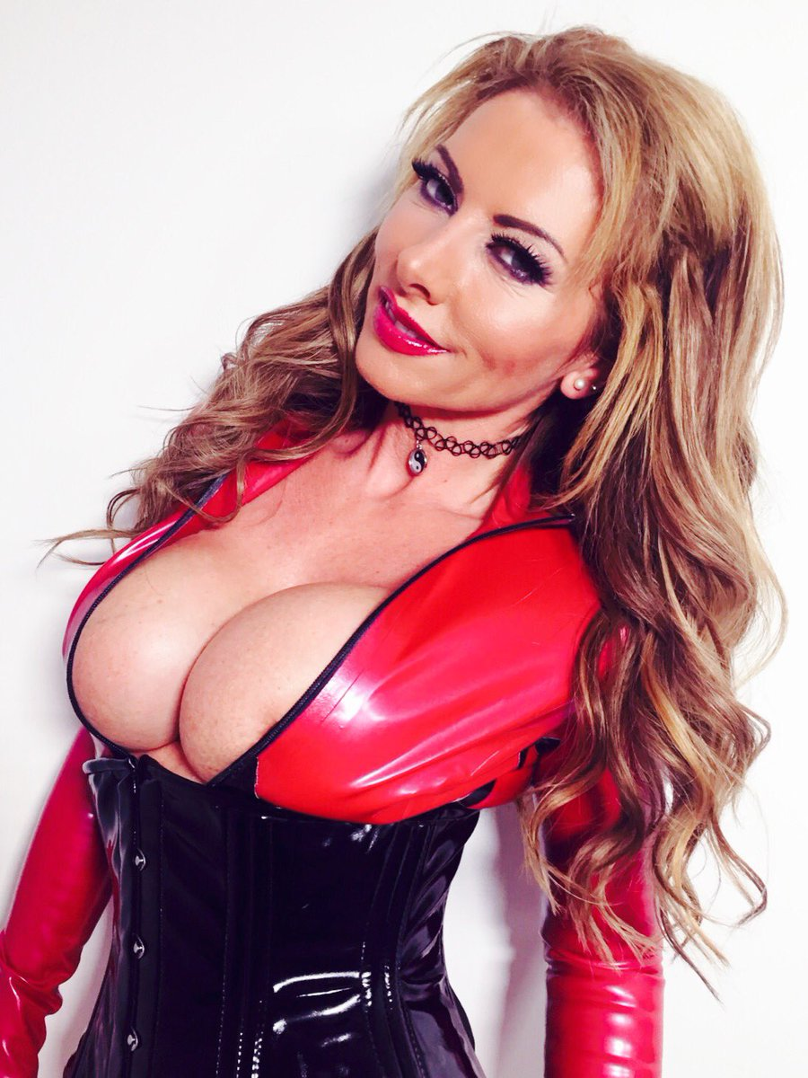 Goodmorning boys! Bit of #latex for you #milf #pvc #cleavage #boobs cs8x5AtQ25