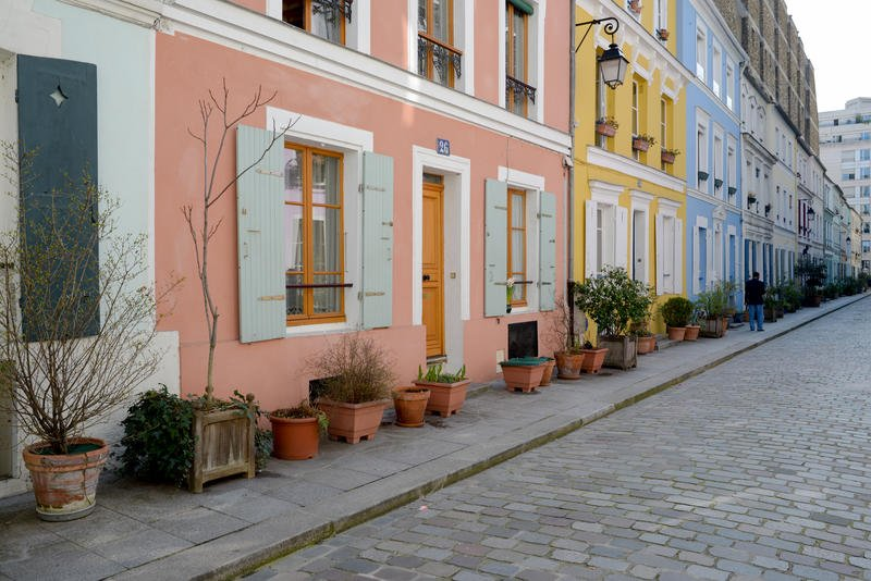 la rue cr mieux du rose du vert du violet en plein paris jetez un il au n 8 vous verrez. Black Bedroom Furniture Sets. Home Design Ideas