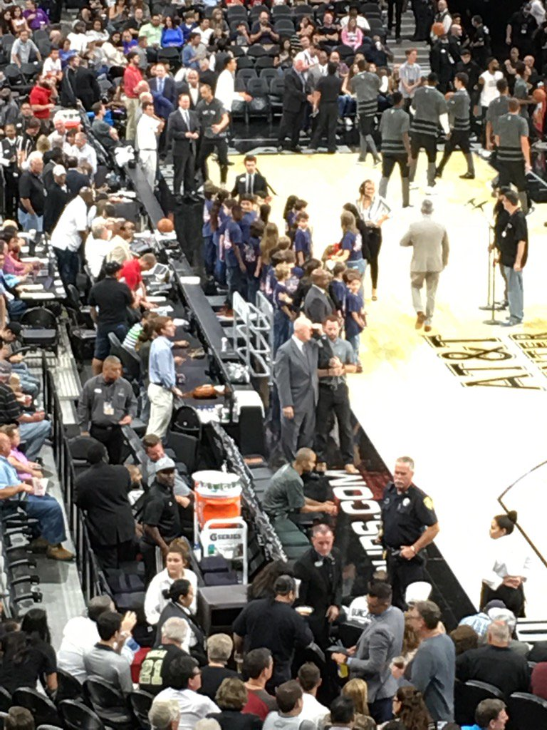 Normally, Tony Parker has Tim Duncan sitting by his side minutes before tip-off. Now, Parker sits by himself. https://t.co/nIcTuciqQx