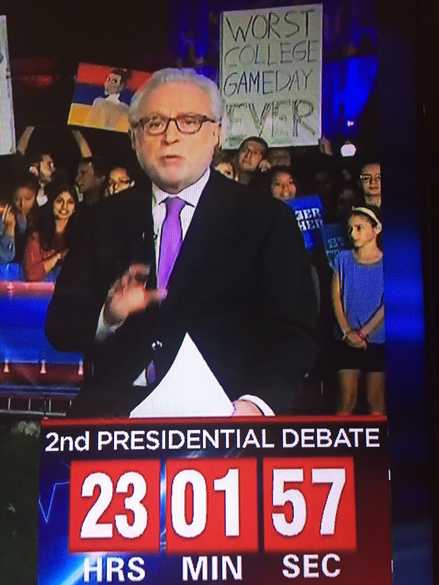 Loving this sign behind Wolf Blitzer about @CollegeGameDay https://t.co/ui0NMhMvg6
