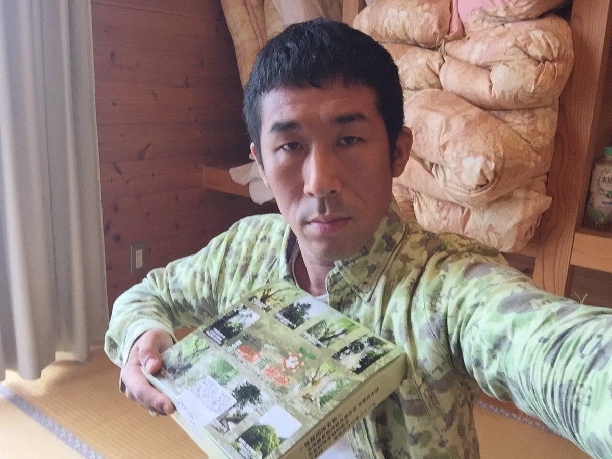 最悪やー(T_T)  弁当箱と服カブったー(T_T) https://t.co/U3a2vNx4ah