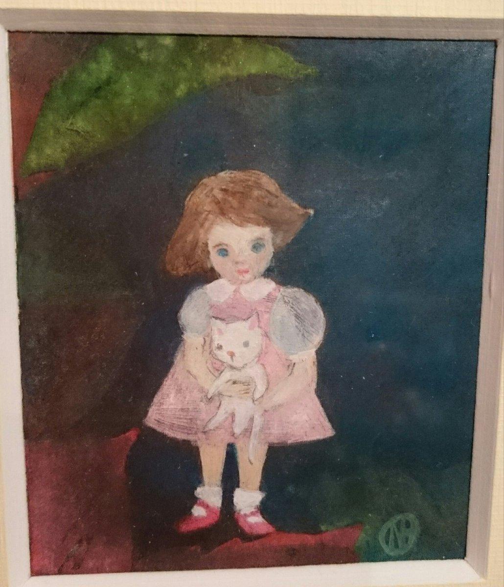 NOE Mielotar版画小品展 わたしの小さなマリアさま @NOE_87g 開催中  ちょうちん袖に 赤い靴がよく似合う女の子 抱っこしている子猫、 実はNOEさん家のぶんちゃんを 描く予定だったとか! それも見たかった♪ https://t.co/dswrxFLdz5
