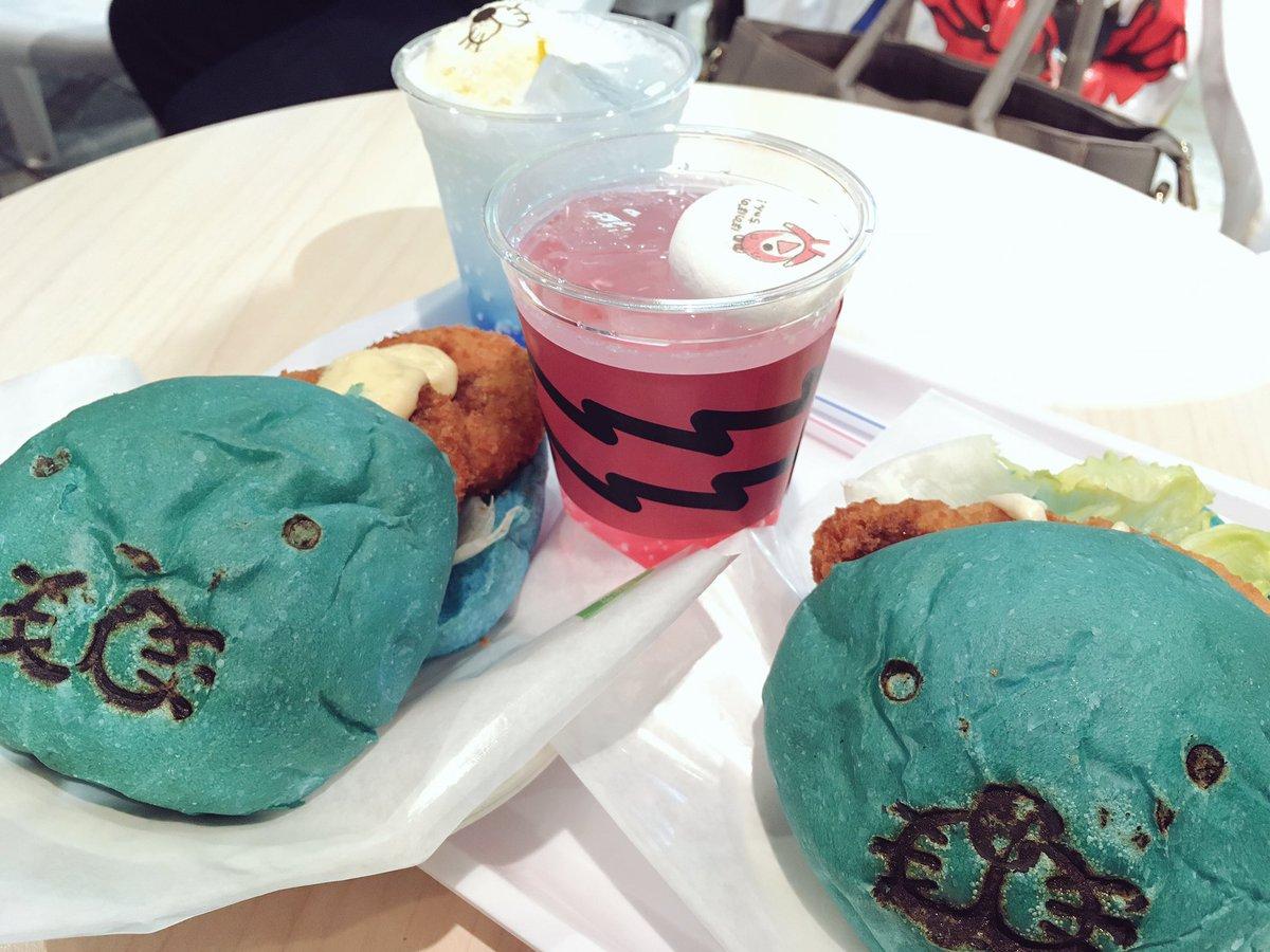 ぼのぼのカフェ行ってしまいました…私はホタテのクリームコロッケバーガーと、シマリスくんのピーチソーダをキメました
