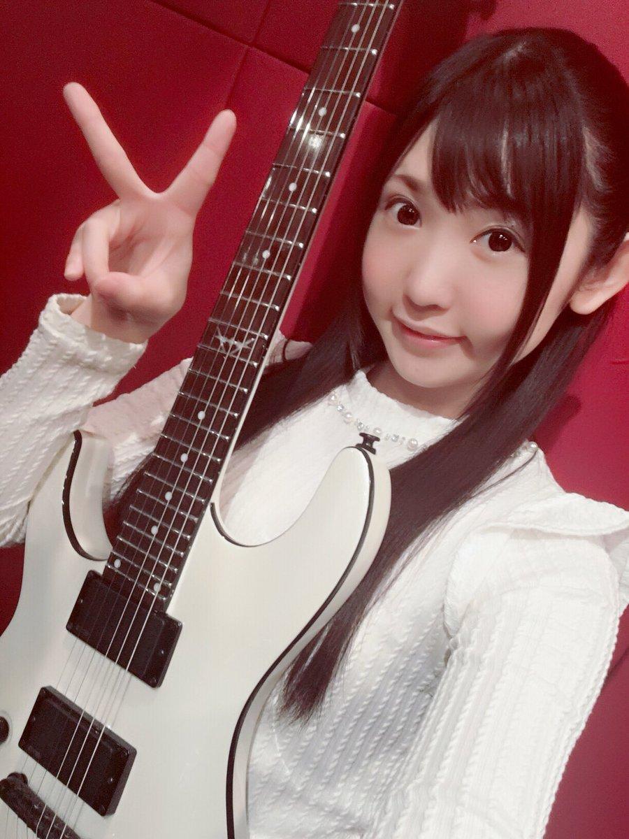 今回はベーシックのみなのでギター始めたばかりの方でもすぐ弾けるような感じになっていると思います♪良かったら皆さんもコピー