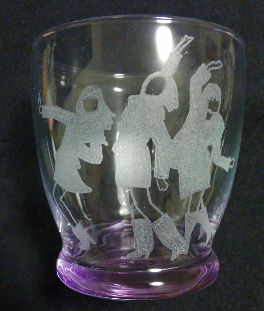 こねこのチーのOPになったということで、ねぇのグラス作製グラスが紫色なのは、ジャケ写意識です(模様がジャケ写じゃないけど