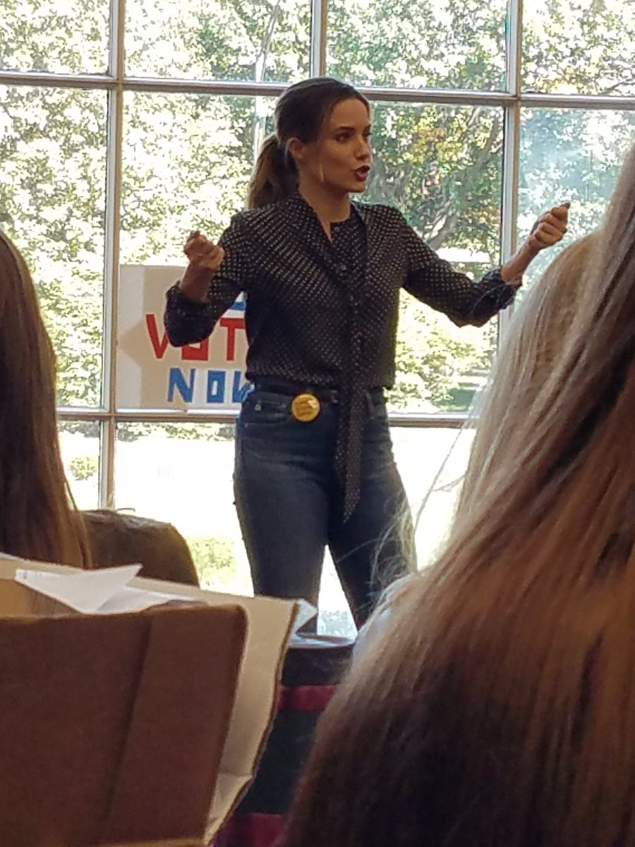 Hearing @SophiaBush speak. Mind blown! Everything she says means something to me as a Survivor, a mother, a woman https://t.co/MxYPsMSXON