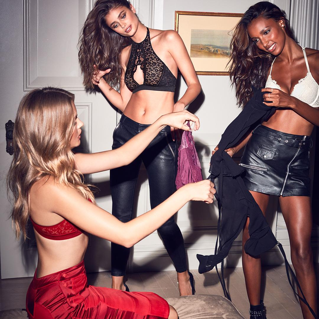 When your wardrobe crisis is having too many options. #NewSexyNow https://t.co/JqUo9yAnP2 https://t.co/18qxEuDmwJ