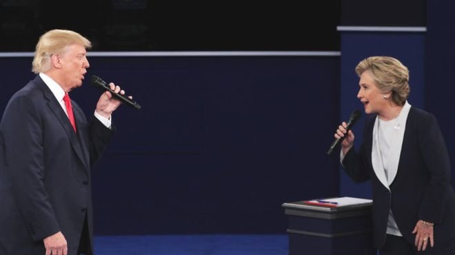 Don't they look like a duo singing Celine Dion's Because You Loved Me? #debate https://t.co/imNI2ifU56