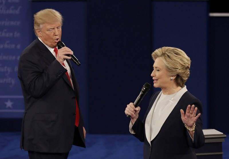 トランプ「貧しさに〜負けた〜♪」 クリントン「いえ〜、世間に負けた♪」 https://t.co/Qv3thGV6UQ