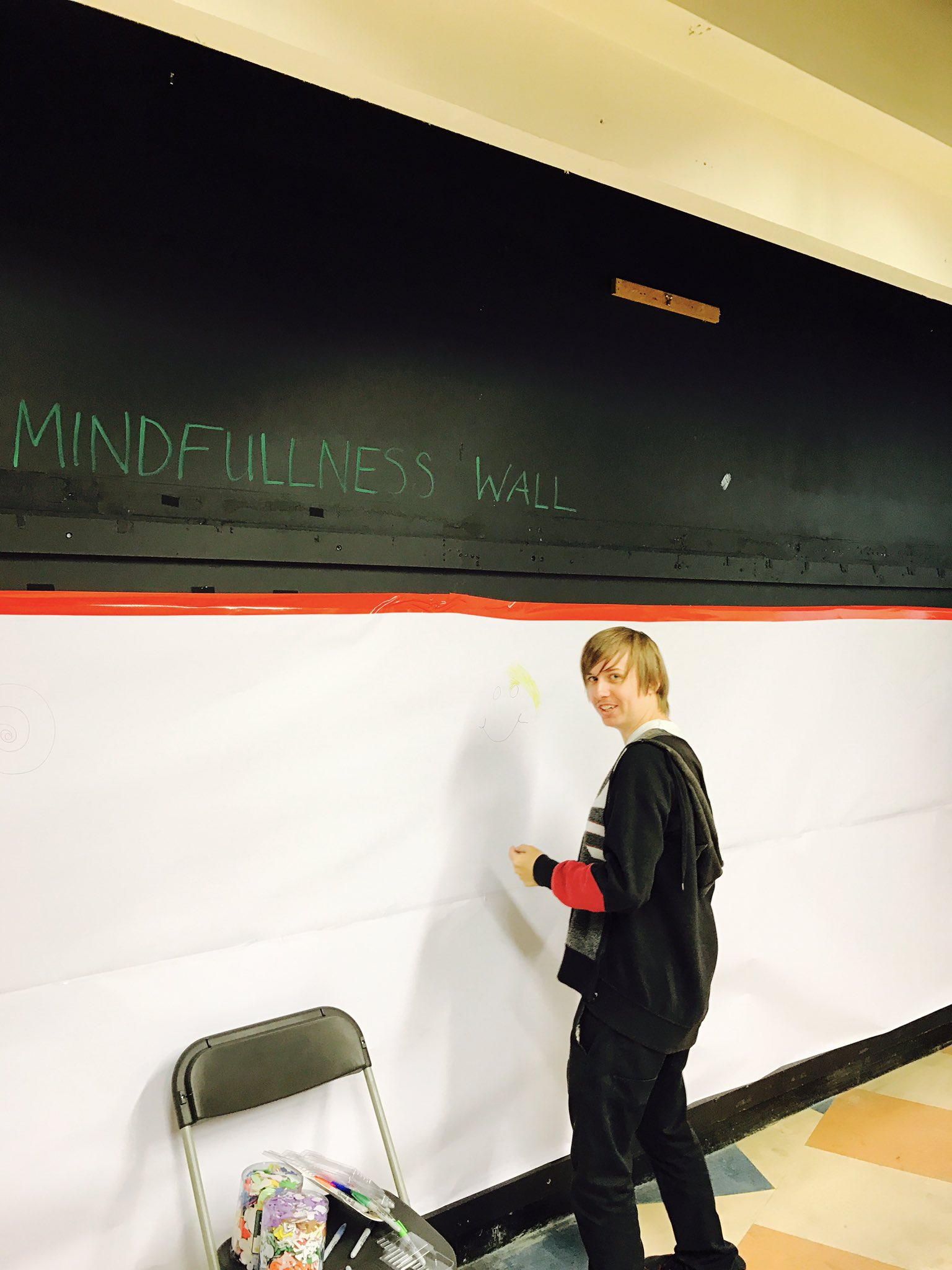James is making a start to the mindfulness wall #WMHDLeicester @LAMPadvocacy https://t.co/uZQhpCRAk9