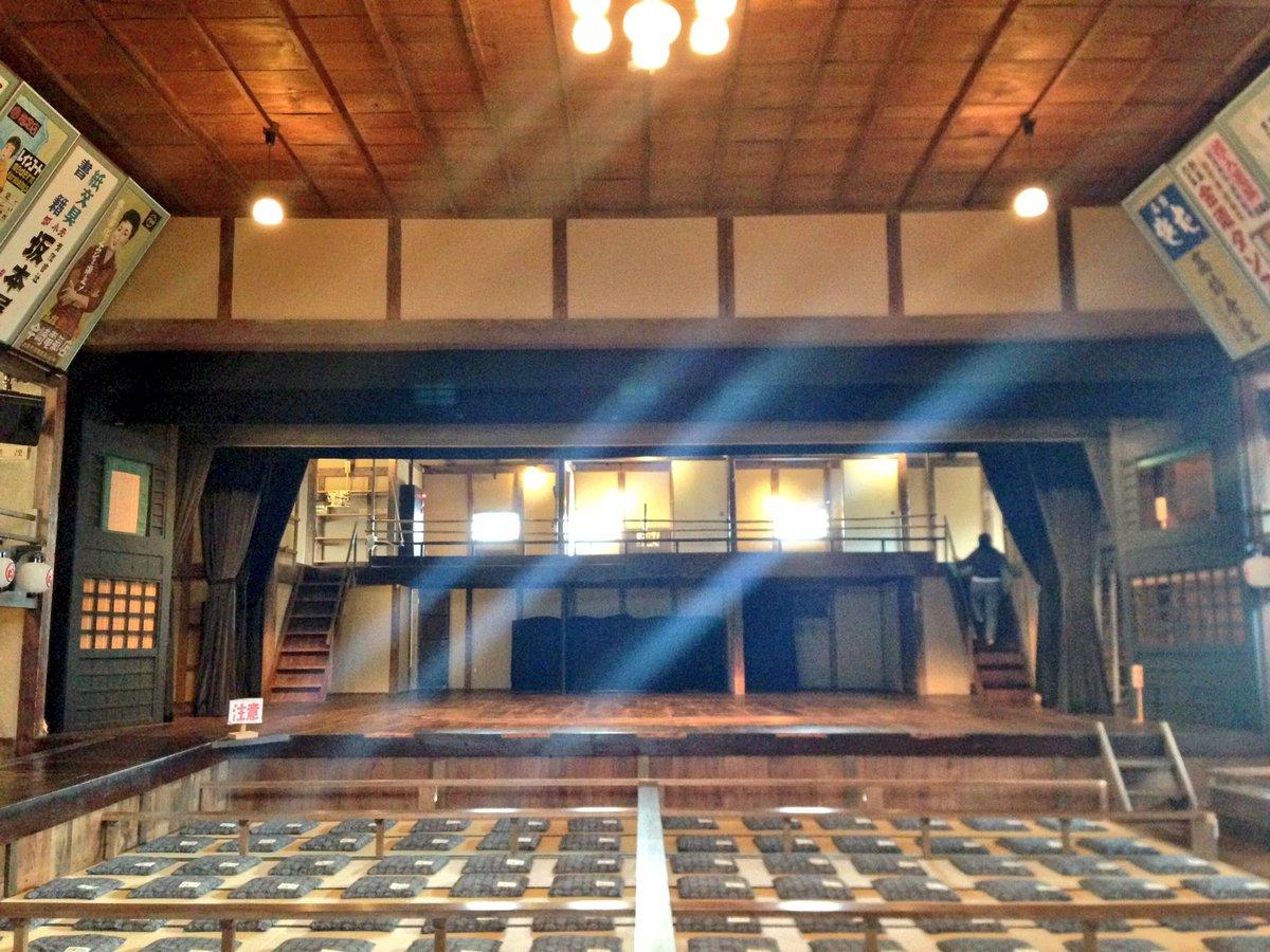 旅行中に芝居小屋に行ってきたよー。貸切とかも出来るらしくて、落語心中に最高な感じだった♡奈落にも降りれて回転舞台の構造と