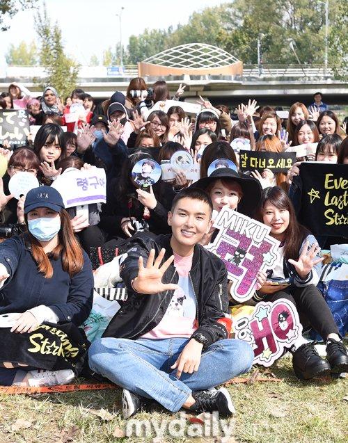 #WaitingForRyeowook: Waiting For Ryeowook