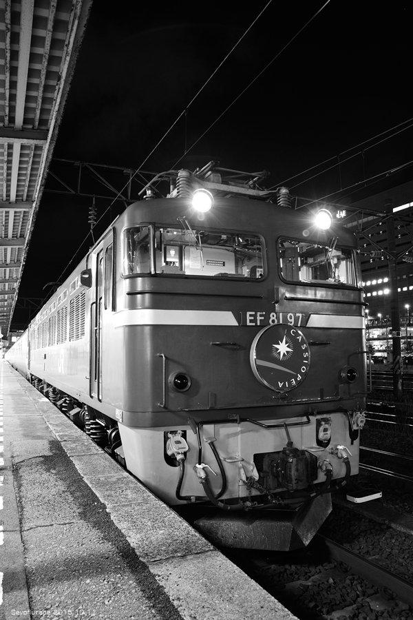 秋田駅でカシオペアで行く秋の東北の旅モノクロームの世界に#秋田駅 #E26系 #EF81 #JR東日本 #カシオペア #