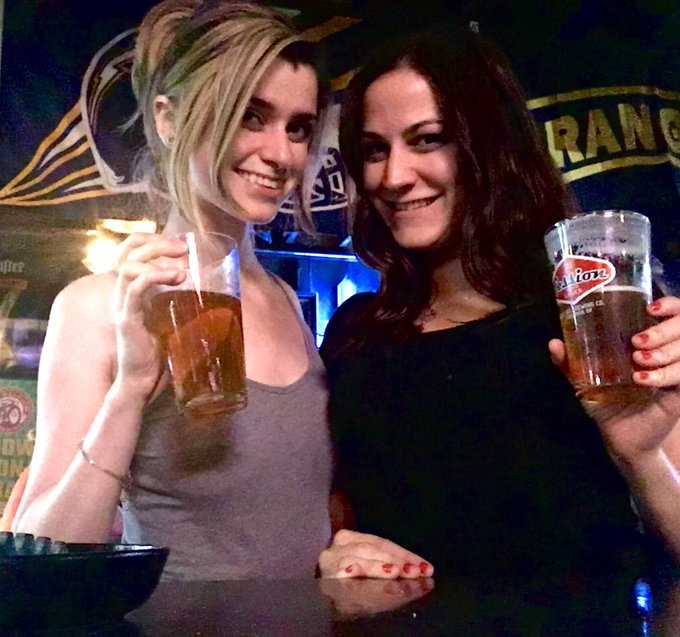 Drinks with @AlliLeigh_CB after the haunted house :) https://t.co/KJ50cQ1cuv