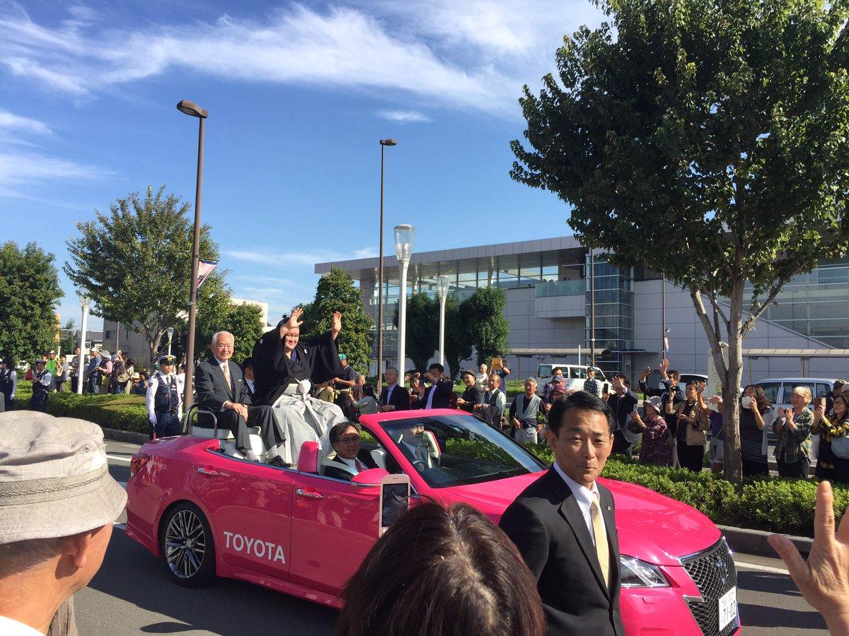 今日の豪栄道先輩!西大宮駅からマーチングバンド部を先頭にパレードした後、埼玉栄高校にて全校生徒と先輩のPV見たあと激励されてました! https://t.co/JgWlniaqUe