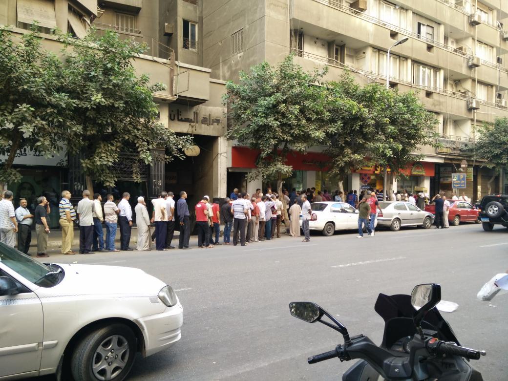 طابور السكر عند الجمعية في شارع البستان #اد_الدنيا https://t.co/wtFBsL4ZMd