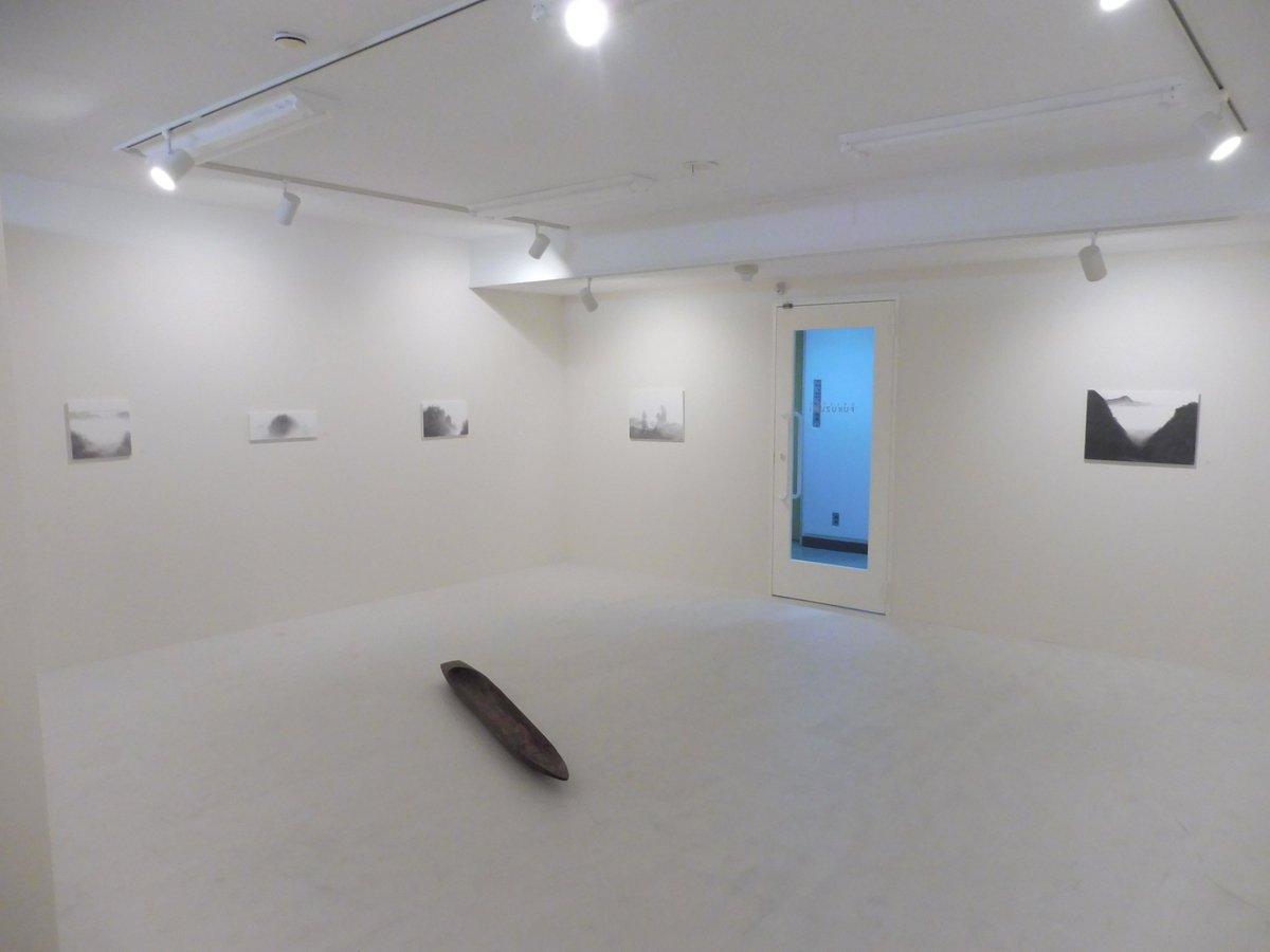 福住画廊の「崔石鎬展」。以前の個展では木彫を発表していたが、今回は1点を除いて鉛筆画。今年6月にアトリエを亀岡に移したの