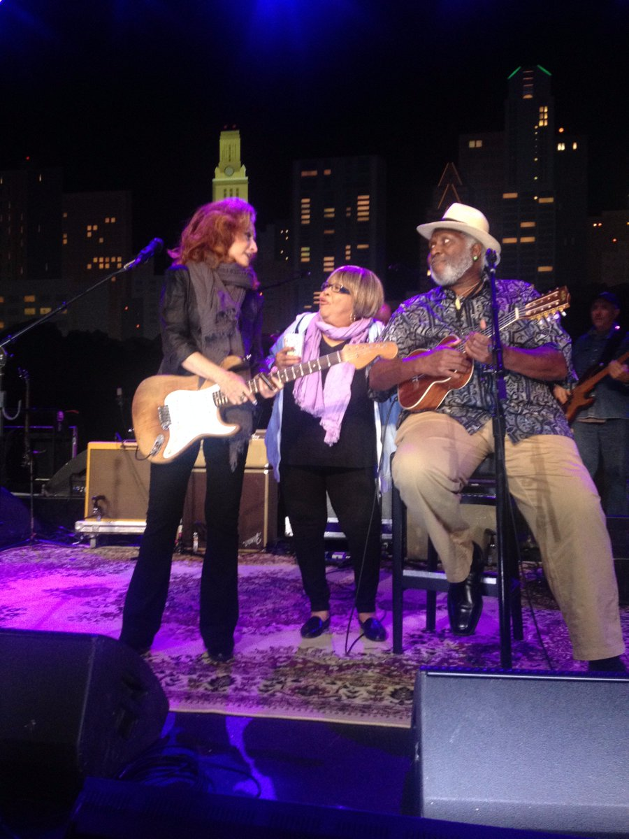 With @mavisstaples and @TheBonnieRaitt at rehearsals for Bonnie's @acllive HOF induction tonight https://t.co/YVPGwvhBMX