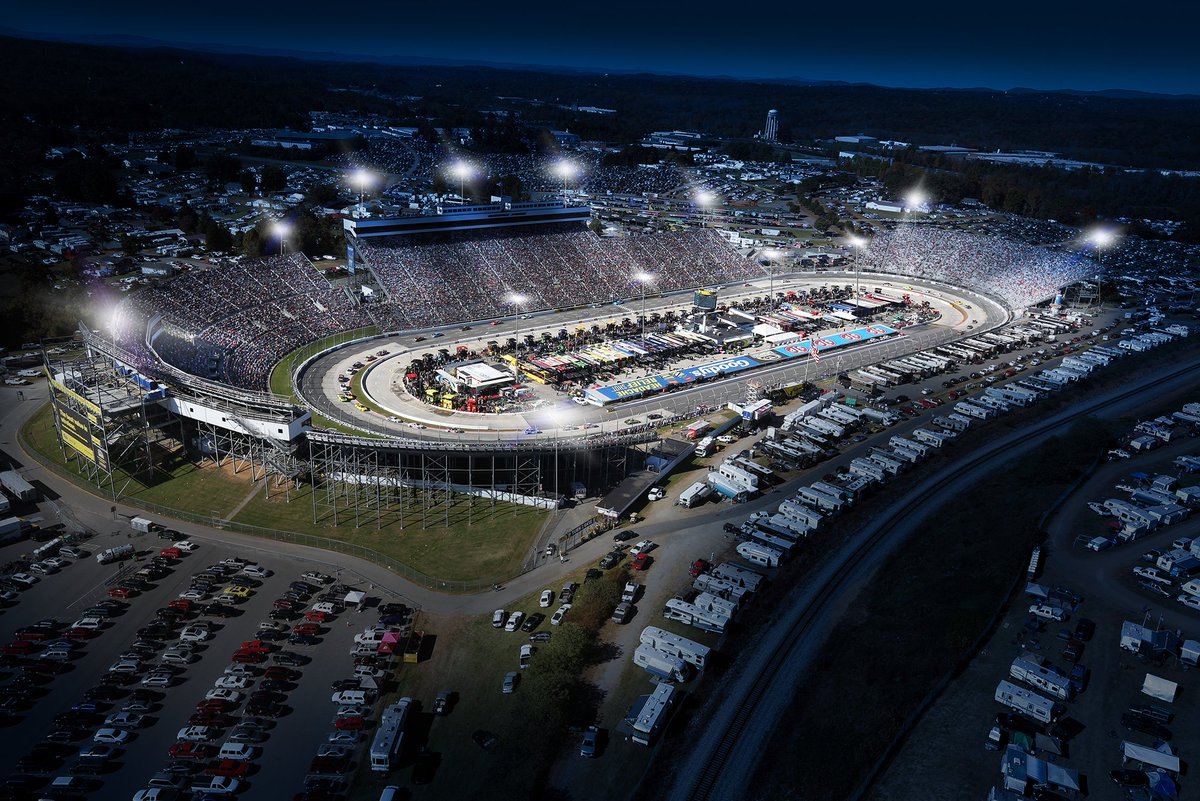 70 Years, Thousands of Races, It's Time To Light Up Martinsville! #LightUpMartinsville https://t.co/lh5UKW9gRE