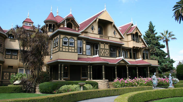 Pretty cool: New Room Found at Winchester Mystery House https://t.co/rCMA5GQmR9 https://t.co/M919TXg0lN