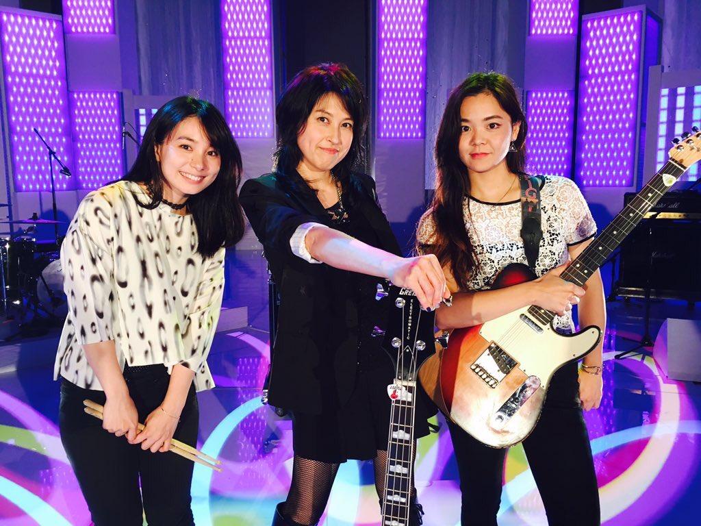 """お知らせです。  今週土曜日15日放送の フジテレビ""""MUSIC FAIR""""に 岸谷香さんのバックバンドで出演いたします^^  18時からの放送です!  録画予約しとこ〜ʕ•̫͡•ʔ♪ https://t.co/jMwvZVbbbI"""