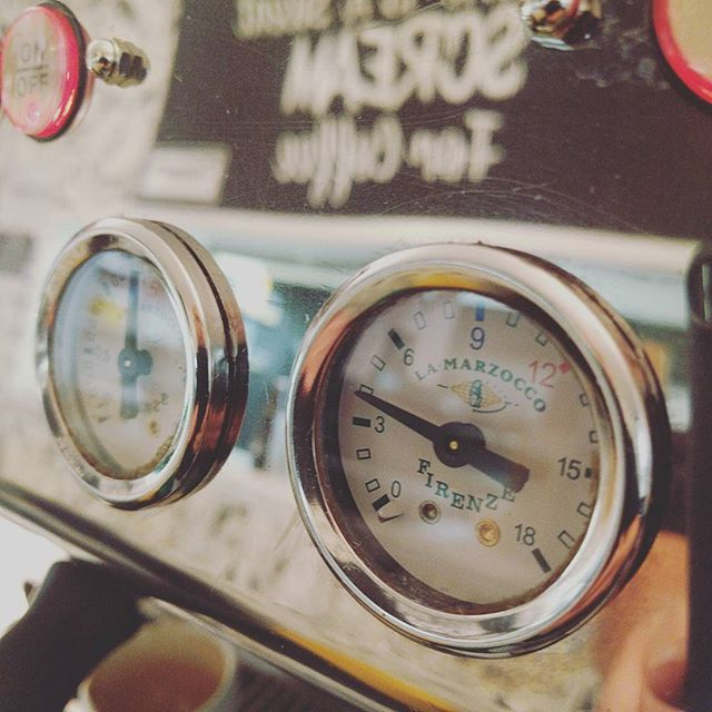 Thursday 13 October, 8:40 p.m. - Gauge life #lamarzocco