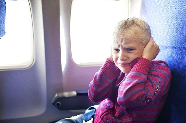 Что делать если после самолета заложило ухо