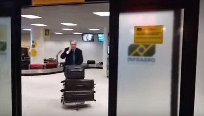 Resultado de imagem para Eduardo Cunha é agredido e xingado em aeroporto do Rio