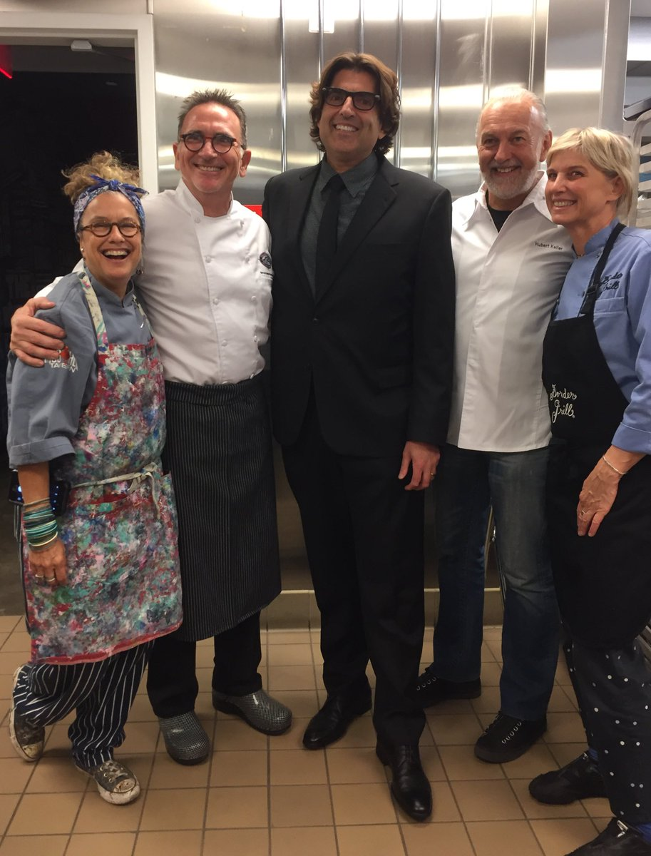 @SusanFeniger @RickMoonen @ChefHKeller @MarySueMilliken & @srfcure board member @Saville are ready for #CoolComedy https://t.co/SsNj8LS7H0