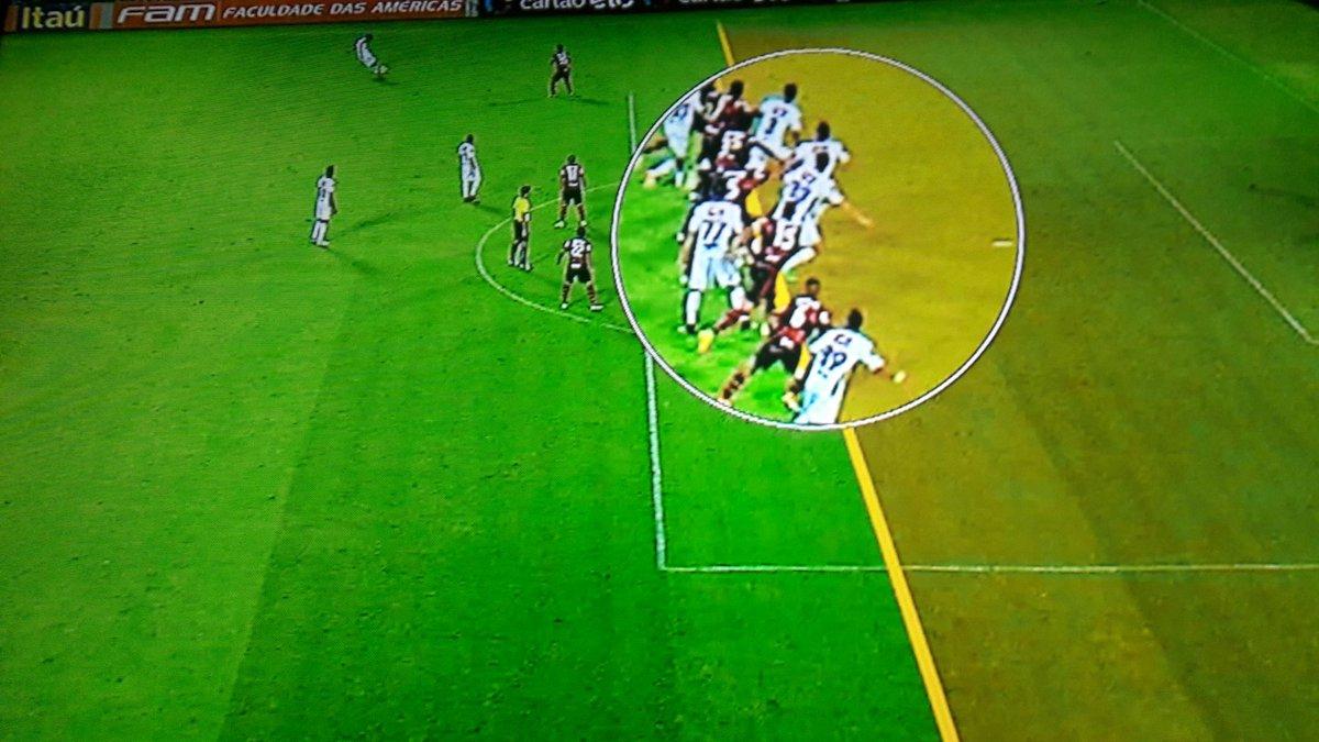 Fluminense está reclamando desta marcação aqui. PODE ISSO??? https://t.co/G1yUjECY4V