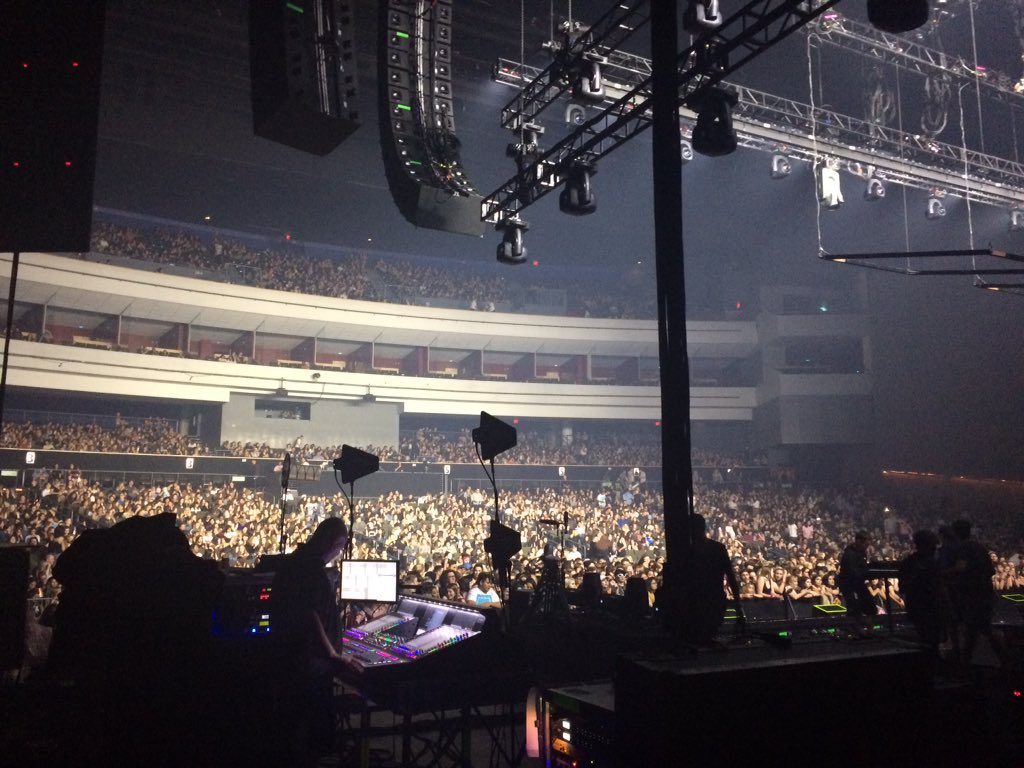 Backstage view of crowd waiting for @the1975 https://t.co/qk3v5rH6KF