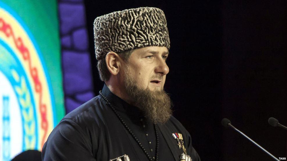 В марте певец и друг рамзана кадырова тимур юнусов, который выступает под псевдонимом тимати