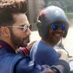 RT @dnaAfterHrs: See Pictures: #VarunDhawan turns hitchhiker to beat the traffic! https://t.co/mx24gQyCjG https://t.co/mUIAobzeQX