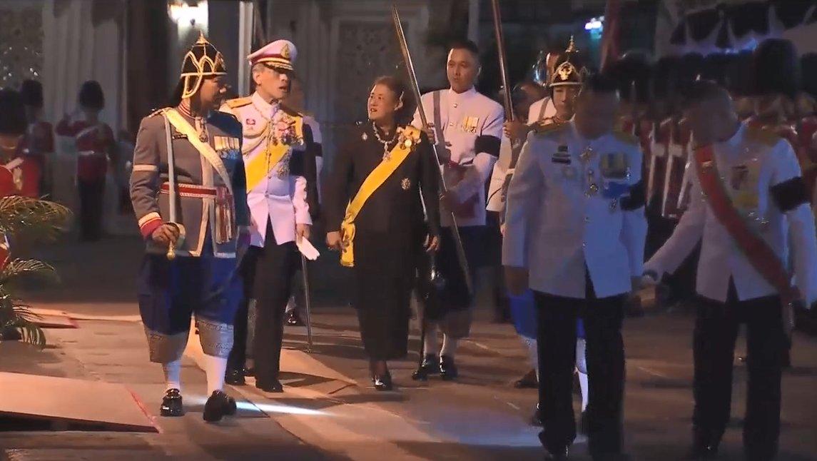 19.30 น. สมเด็จพระบรมโอรสาธิราชฯ สยามมกุฏราชกุมาร เสด็จพระราชดำเนินกลับ #ThaiPBS https://t.co/lYwanF03Ym