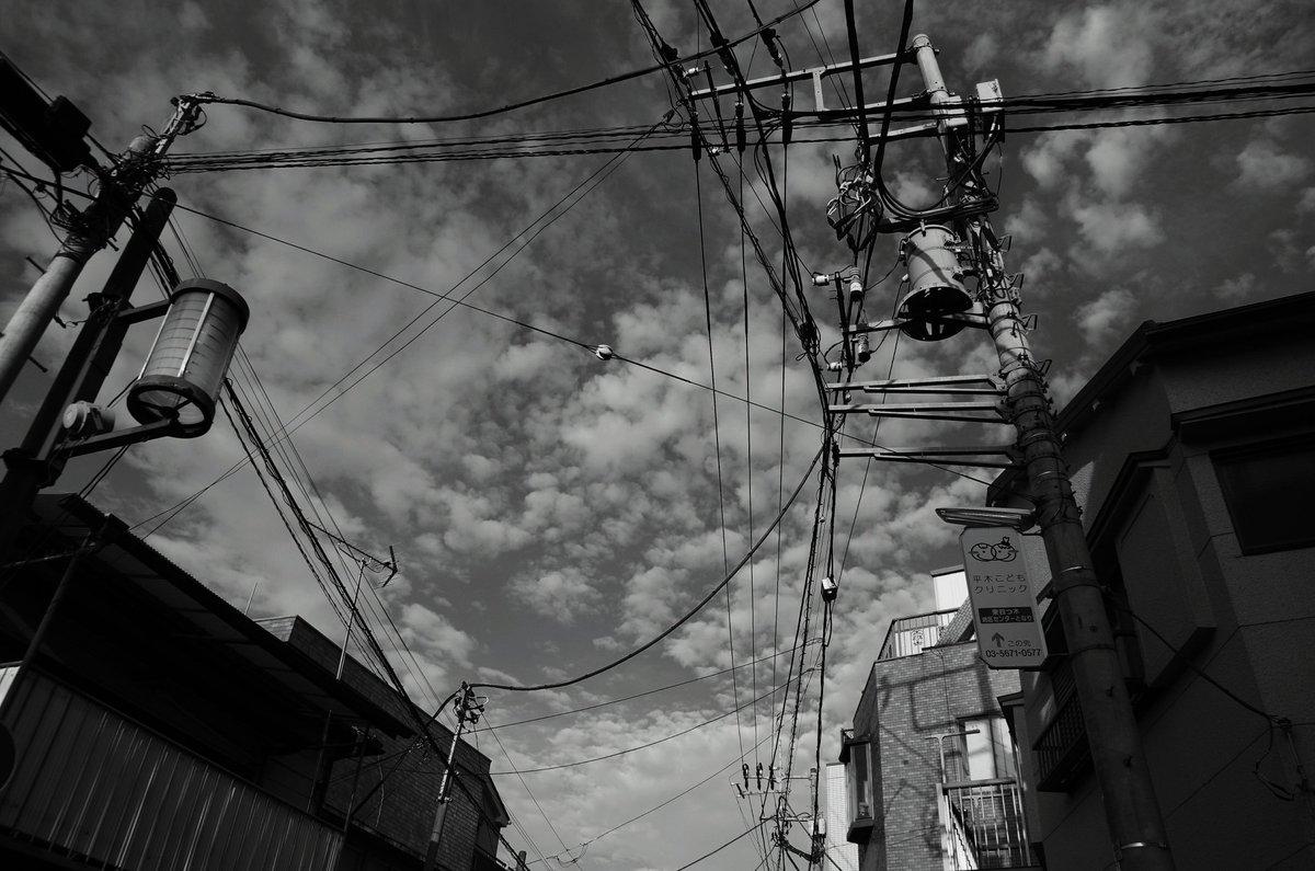 東京下町秋空…秋雲と電線萌え~(*^^*)#ファインダー越しの私の世界 #モノクローム #秋空 #pentax