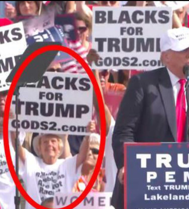 EL OH EL RT @jsavite: Trump can't even find minorities to hold signs at rallies.  #WomenWhoVoteTrump https://t.co/nOvBwzpExP